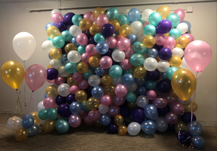 Tri-colored balloon wall